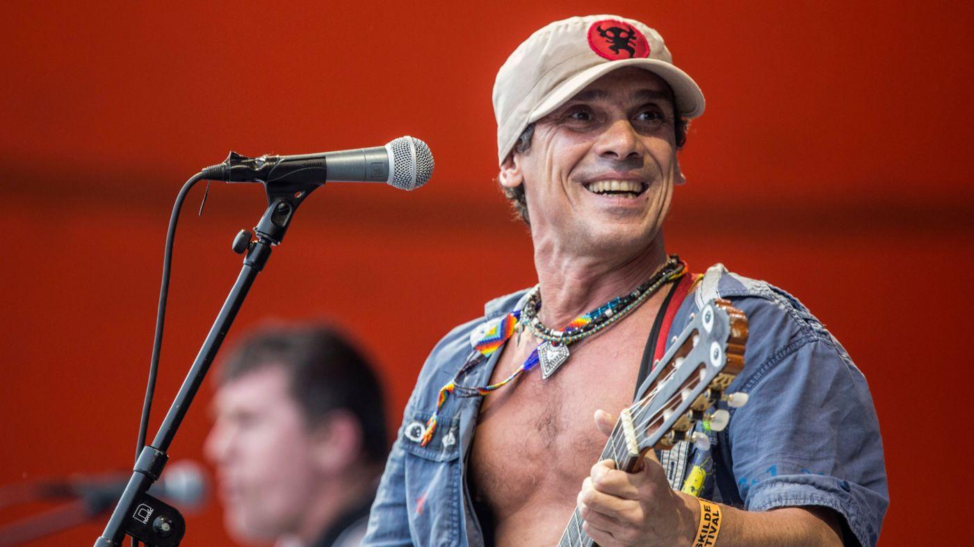 El músic Manu Chao, amb gorra i guitarra