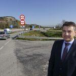 L'alcalde de Tona, Josep Salom, en el punt on es construirà la rotonda a l'enllaç nord