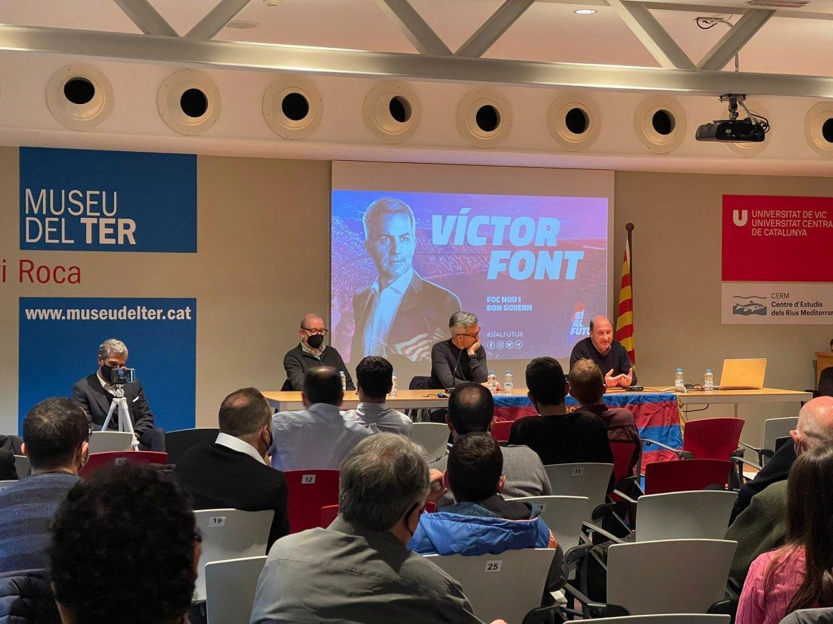 Víctor Font explicant el projecte a Manlleu