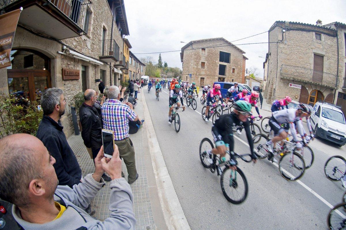 Imatge d'arxiu del pas de la Volta Ciclista a Catalunya per Perafita